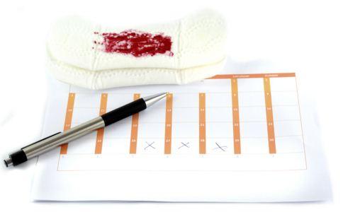 月经提前有血块是怎么回事 月经有血块的原因 月经提前有血块怎么调理