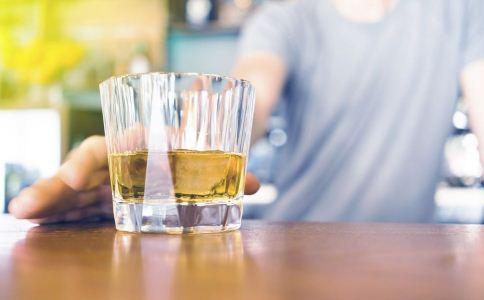 男人为什么不喜欢会喝酒的女人 男人不喜欢哪几种女人 什么女人最不让男人喜欢