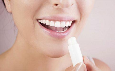 嘴唇干裂怎么办 如何预防嘴唇干裂 嘴唇干裂吃什么