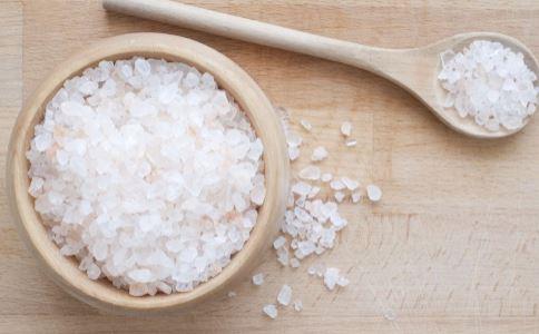 粗盐热敷能用几次 粗盐热敷的好处 粗盐热敷可以反复使用吗