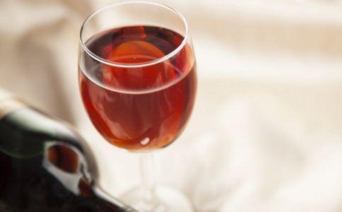 葡萄酒对男人有哪些好处 葡萄酒有哪些功效 怎么喝酒不伤身
