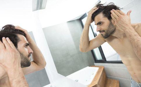 男人头发干枯的原因是什么 什么导致男人头发干枯 怎么改善男人头发干燥问题