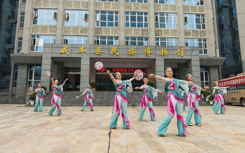 大妈高速跳广场舞 高速跳广场舞 跳舞的好处