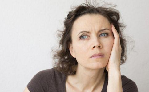更年期易怒是什么原因 更年期脾气暴躁的原因 更年期易怒怎么办