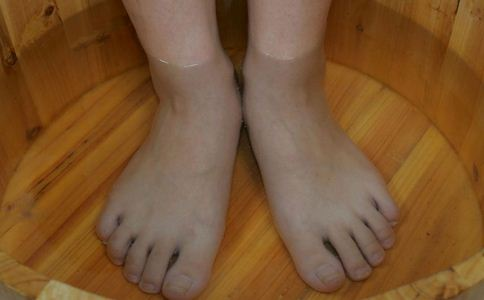 香港脚用什么泡脚 香港脚用什么泡脚好 香港脚的泡脚方法