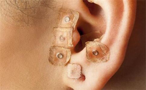 怎么治疗中耳炎 中耳炎的病因有哪些 中耳炎的治疗方法