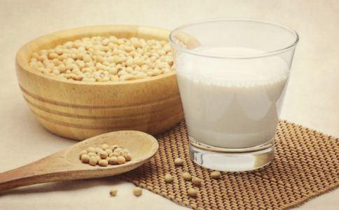女性喝豆浆好还是牛奶好 女人喝豆浆有什么好处 女人喝牛奶有什么好处
