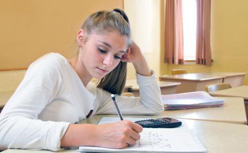少女月经提前是什么原因 青春期少女月经提前怎么回事 青春期少女经期保养