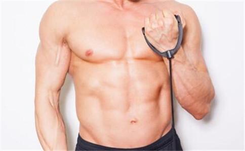 上胸肌怎么锻炼 练胸肌注意事项 锻炼上胸肌的方法