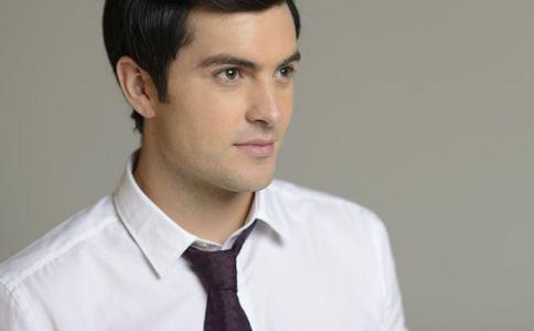 衬衫怎么搭配领带比较好看 如何让衬衫领带完美搭配 白衬衫搭配什么领带比较好