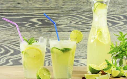 喉咙痛可以吃榴莲吗 喉咙痛吃什么食物 喉咙痛可以喝柠檬吗