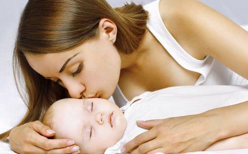 女孩因一个吻瘫痪 疱疹病毒有什么危害 疱疹病毒的危害有哪些