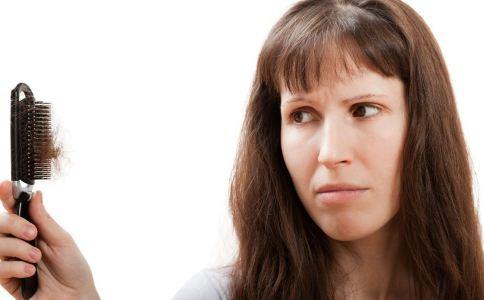 导致女性脱发的原因有哪些 怎么预防脱发 什么原因会导致脱发