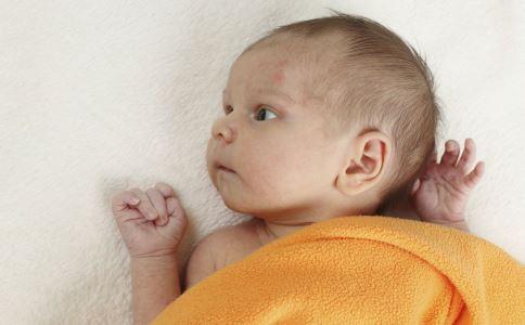 宝宝边吃奶边睡觉 宝宝吃奶爱睡觉 宝宝吃奶爱睡觉怎么办