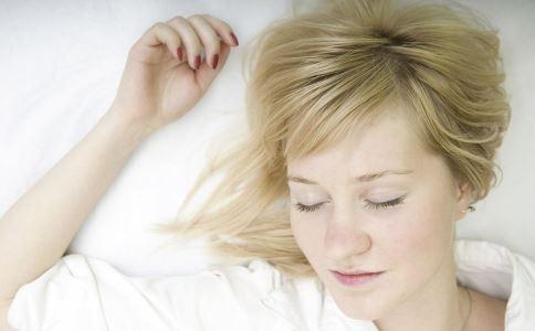 子宫后位与仰卧有关系吗 女性正确睡姿是什么 女性子宫后位会不孕吗?