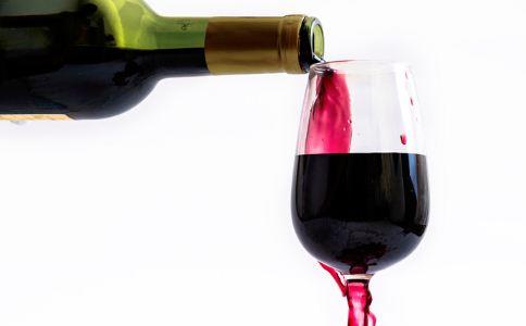 怎么识别真假拉菲葡萄酒 葡萄酒的保健功效有哪些 喝葡萄酒有什么好处