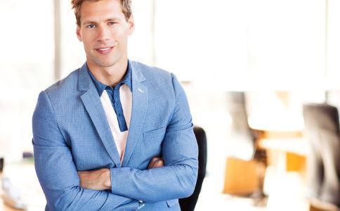 男人怎么穿比较有型 型男穿衣搭配技巧有哪些 男人怎么穿比较有型