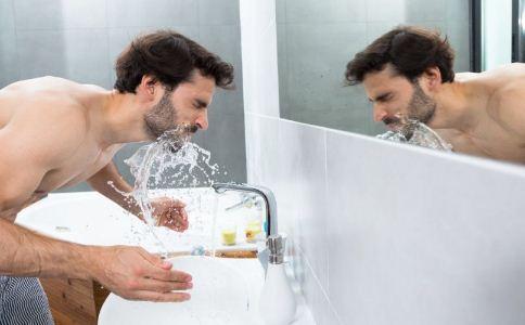 男人怎么给脸部肌肤补水 男人补水的方法有哪些 哪些食物可以补水