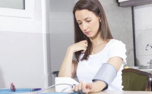 高血压患者出行要注意什么 高血压出行怎么做 高血压出行要带什么