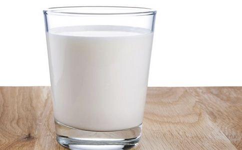 小伙偷牛奶补身体 通宵上网偷牛奶补身体 牛奶有哪些营养