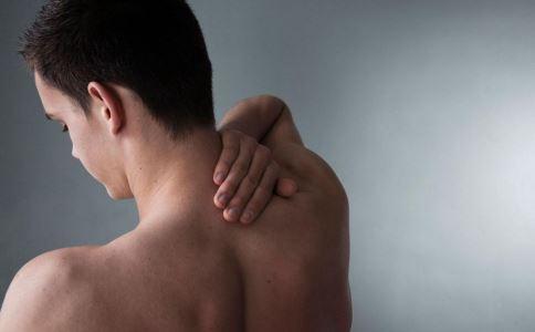 女子肩疼自诊冰冻肩 怎么判断是不是肩周炎 肩袖撕裂怎么办