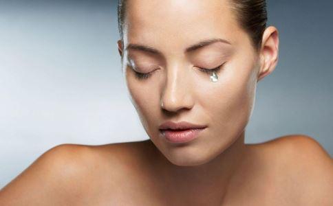 眼睛莫名流眼泪是怎么回事 慢性泪腺炎是什么 慢性泪腺炎如何治疗