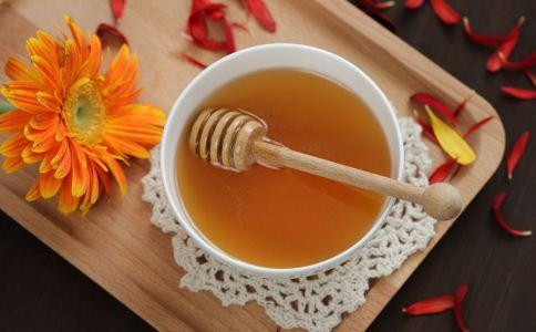 什么时候喝蜂蜜水效果好 喝蜂蜜水的最佳时间 喝蜂蜜水的禁忌