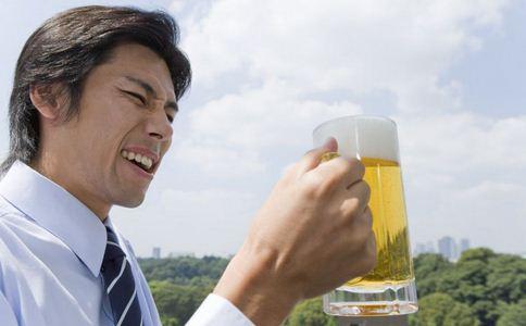 啤酒内有异物 现疑似昆虫尸体