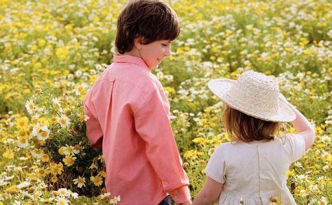 什么是花粉过敏症 花粉过敏症有哪些常见类型 花粉过敏症和感冒的区别