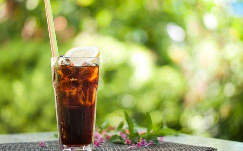 把碳酸饮料当水喝6年 碳酸饮料当水喝 碳酸饮料的危害