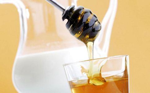 女人喝茶有什么好处 女人秋季养生喝什么茶 女人喝什么茶补气血