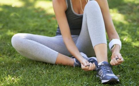 脚踝扭伤要怎么处理 脚踝扭伤要怎么办 脚踝扭伤的处理方法