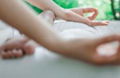 助睡眠助减肥 睡前瑜伽效果惊人