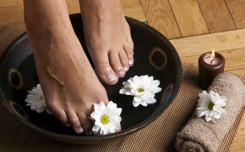 哪些人不适合泡脚 秋季泡脚要注意什么 泡脚的最佳时间是什么时候