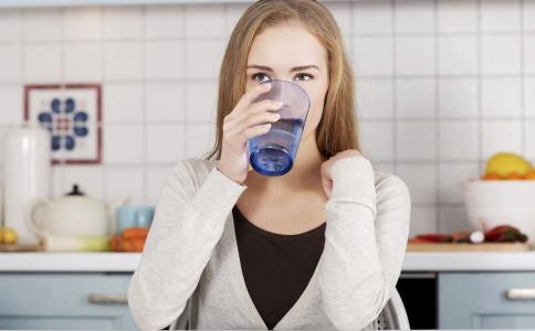 喝水都会胖是什么原因引起的 怎么快速减肥 瑜伽减肥的方法有哪些