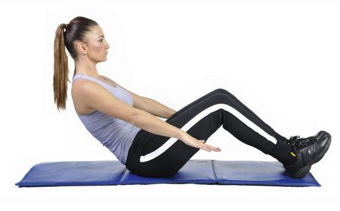 美女高空钢丝上练瑜伽 钢丝上练瑜伽 瑜伽的好处
