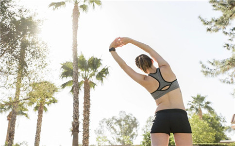 怎样锻炼背阔肌 锻炼背阔肌的方法 如何拉伸背阔肌