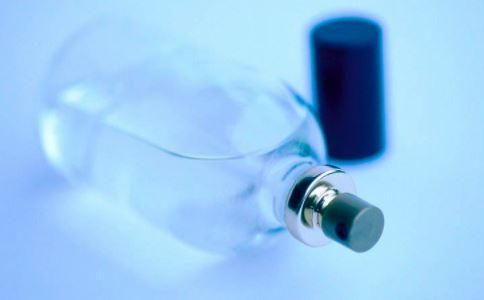 喷香水会导致女性不孕吗 女性不孕与什么疾病有关 怎么预防女性不孕症