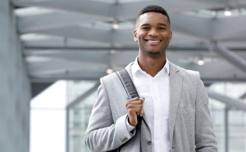 男人怎么提高自己的魅力 什么样的男人最有魅力 男人怎么培养自己的气质