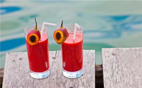 怎样自制果汁 自制果汁做法 喝果汁有哪些好处