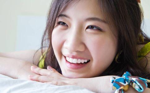 乳腺纤维瘤有哪些临床表现 乳腺纤维瘤多发于哪些部位 乳腺纤维瘤的生长速度如何