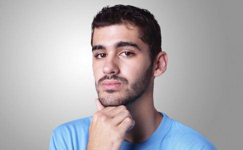 男人的胡子长得太快的原因有哪些 怎么过胡子比较好 男人怎么刮胡子比较正确