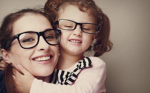 孩子近视怎么办 孩子近视的治疗方法 孩子近视的征兆
