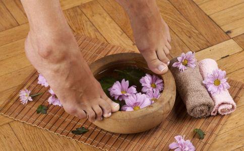 泡脚的禁忌有哪些 泡脚的注意事项 泡脚要注意什么