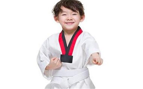 怎样学跆拳道 学跆拳道的好处 学跆拳道的注意事项
