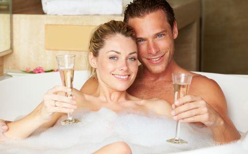 常洗鸳鸯浴会导致男性不育吗 洗鸳鸯浴有哪些危害 鸳鸯浴会导致男人不孕不育吗