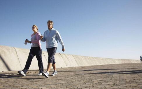 每天暴走两万步结果进医院 你知道健步走多久适合 健步走的健康走法