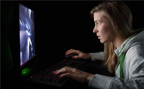 危害视力的做法 通宵打有游戏的危害 怎么做危害视力