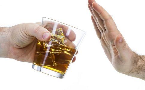 男子日饮半斤酒变超人 喝酒的危害 如何戒酒