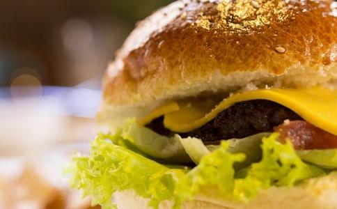 麦当劳汉堡吃出蛆 麦当劳食物 麦当劳汉堡安全